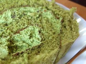 藤栄堂の抹茶ロールケーキ