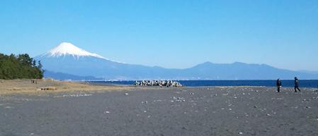 三保海岸から見た富士山