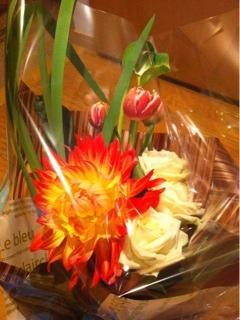 恩師の退職祝いに花束を