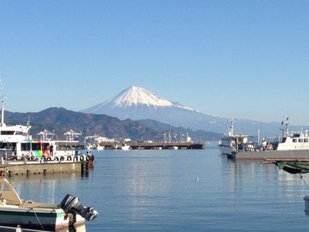 第一回由比浜の市の日の朝の富士山